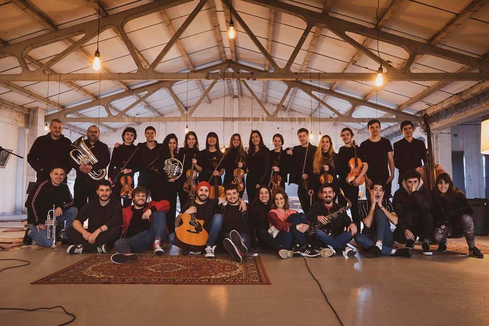 Guda  Dantza  taldeak  'Azken  eztanda'  kantua  orkestra  batekin  grabatu  du