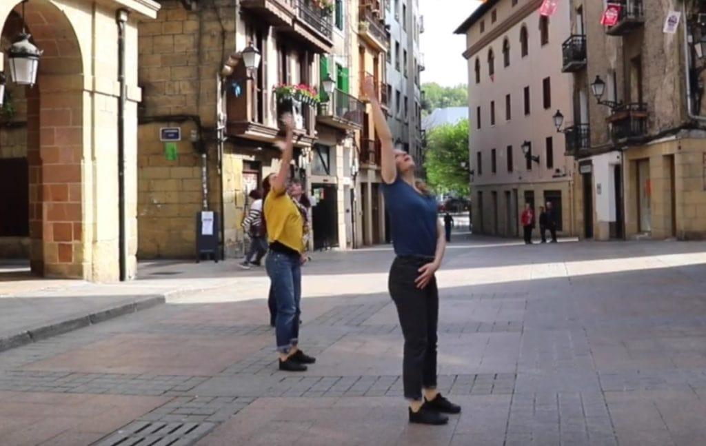 Kaleko  sorkuntza  lanak  bultzatzeko  deialdia  egin  du  Karrikan  plataformak