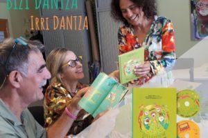 [BIDEOA]  'Bizi  Dantza'  izeneko  disko-liburu  bikoitza  kaleratu  dute  Pirritx  Porrotx  eta  Marimototsek