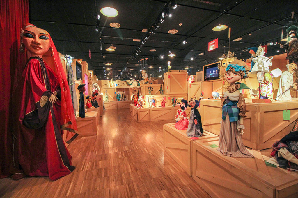 Zumalakarregi,  Igartubeiti,  Topic  eta  Euskal  Itsas  Museoek  'Familiak  sarean'  programa  aurkeztu  dute