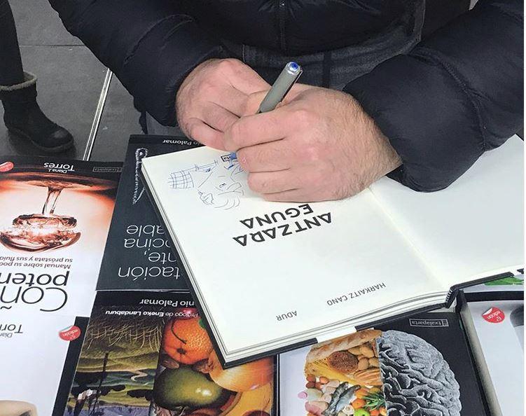 Nafarroako  argitaletxeek  jarduera-programa  bat  prestatu  dute  Liburuaren  Egunerako