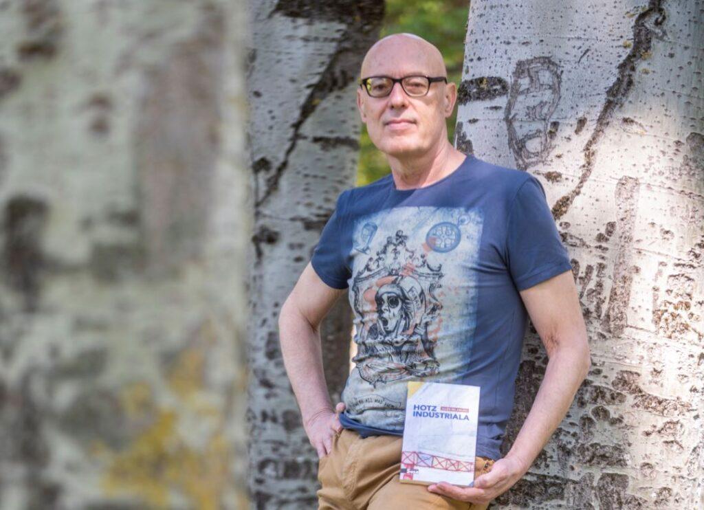 Bost  ipuin  Julen  Belamunoren  'Hotz  industriala'  izeneko  liburu  berrian