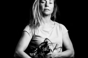 Jon  Martinez  argazkilariak  'Mendia  femeninoan'  erakusketa  paratu  du  Zarautzen