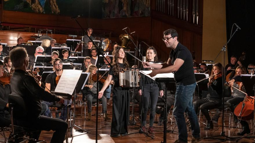 [Bideoa]  Huntza  taldeak  eremu  sinfonikora  egin  du  jauzia  Euskadiko  Orkestraren  eskutik
