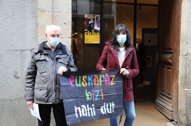 Nafarroako  Gobernuak  euskara  hizkuntz  eskakizunetatik  kanpo  uzten  duela  salatu  dute