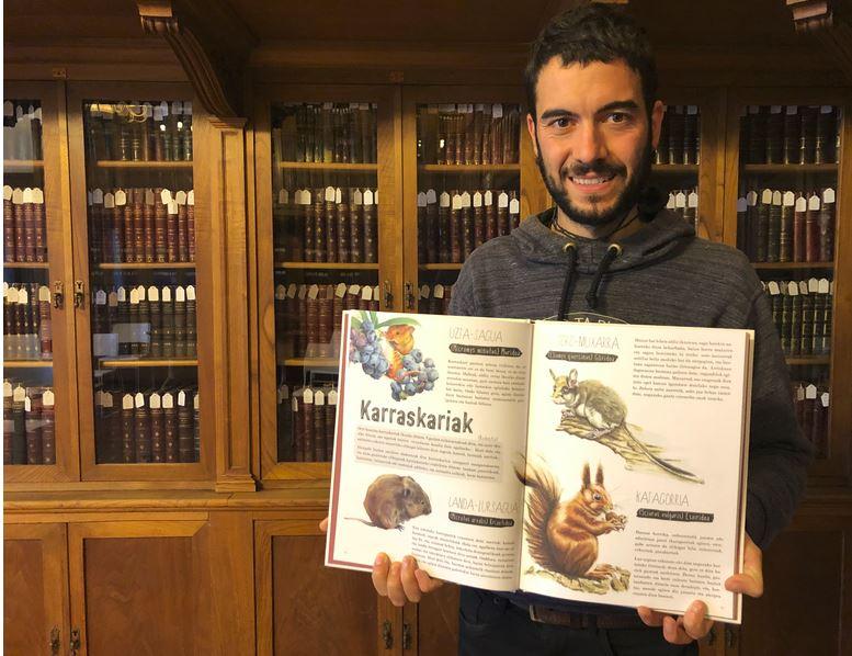 [BIDEOA]  Asier  Gorostidik  eta  Igor  Sarraldek  Euskal  Herriko  animaliak  jendeari  hurbiltzeko  liburu  ilustratua  plazaratu  dute