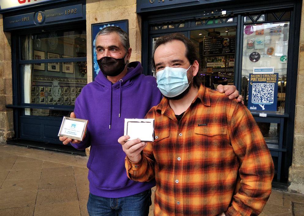 Asier  Hernandezek  eta  David  Manganak  irabazi  dituzte  XVI.  Cafe  Bar  Bilbao  Teatro  Laburreko  sariak
