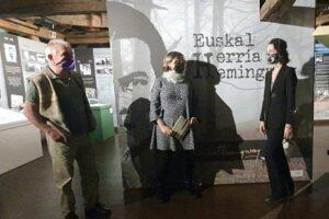 Gernikako  Euskal  Herria  Museoak  'Hemingway  &  Euskal  Herria'  erakusketa  zabaldu  du