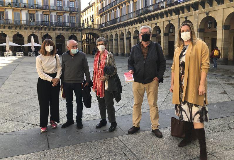 Koro  Navarrok  'Fiesta.  Eguzkia  jaikitzen  da'  liburua  euskaratu  du