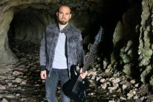 Aingeru  Gorrotxategik  rocka  eta  folka  uztartzen  dituen  'Lur  Barnea'  proiektua  aurkeztu  du