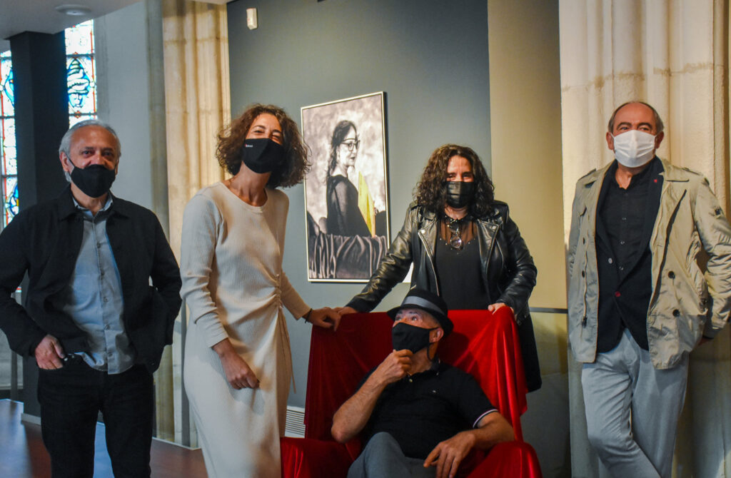 Euskal kulturako 25 pertsonaren eta haien disko kuttunen erretratuak Bilboko Berreginen Museoan ikusgai