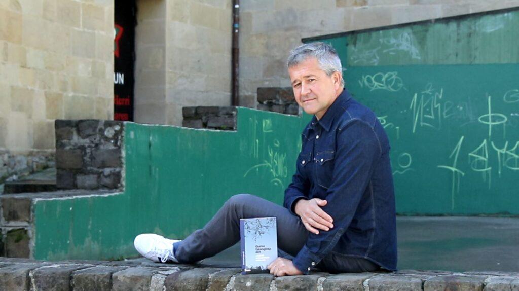 [Bideoa] Alberto Barandiaran idazleak 'Gurea falangista zen' izeneko liburua aurkeztu du
